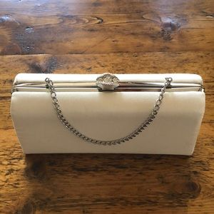 Adorable vintage clamshell clutch ✨